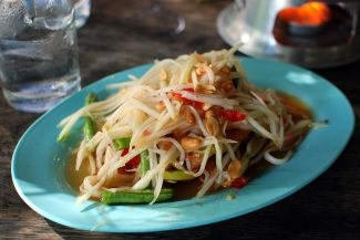 Som tam with green beans