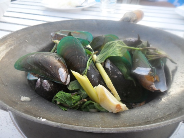 STEAMED MUSSELS WITH CHILLI AND LEMONGRASS