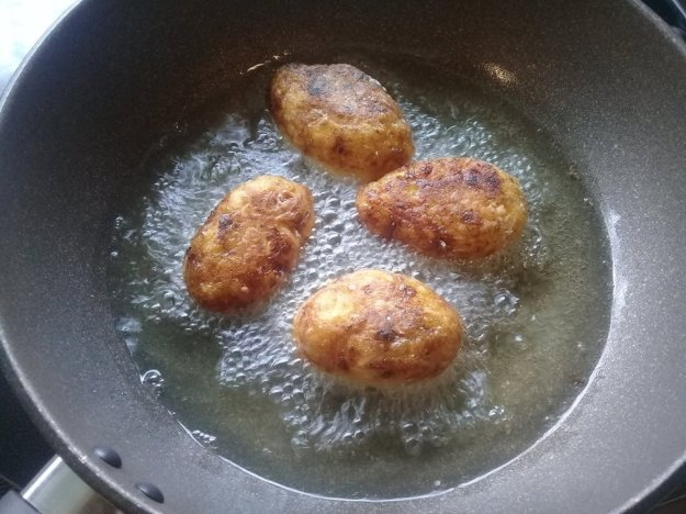 green banana koftas frying