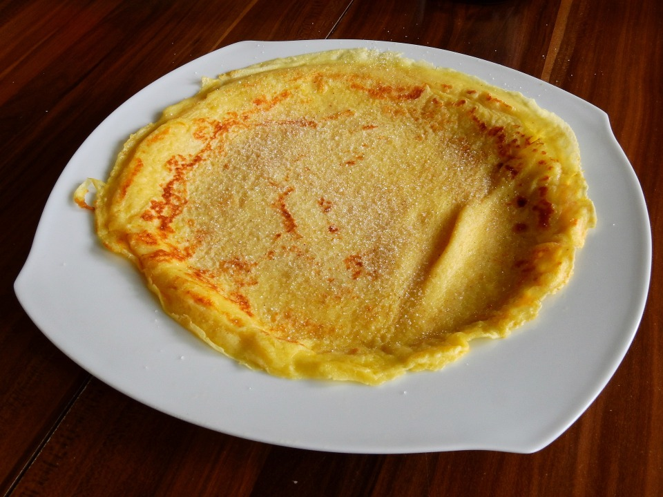 pancake with lemon and sugar