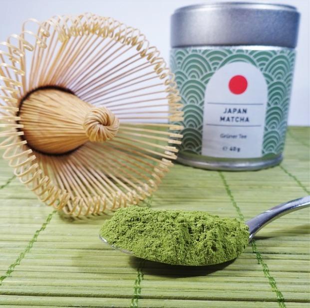 bamboo brush matcha-2042569_640