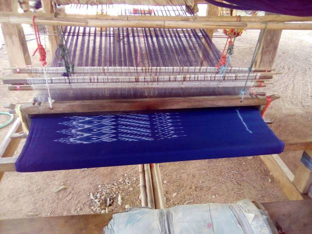lady weaving.jpg 8