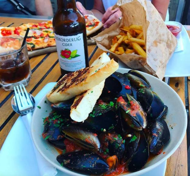 Lucky-shag-a-bowl-of-mussels