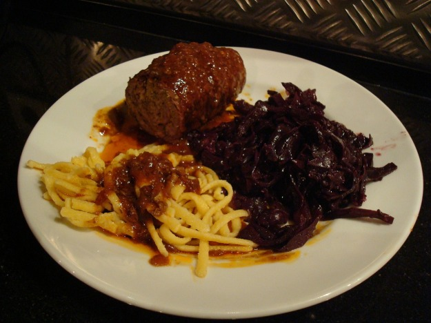 roulades-red cabbage and sprazle