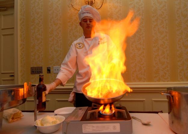 chef flambe-713674_1280