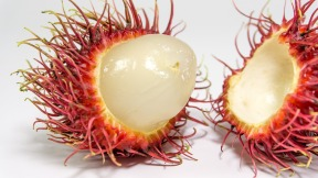 rambutan open fruit-2477586_1280