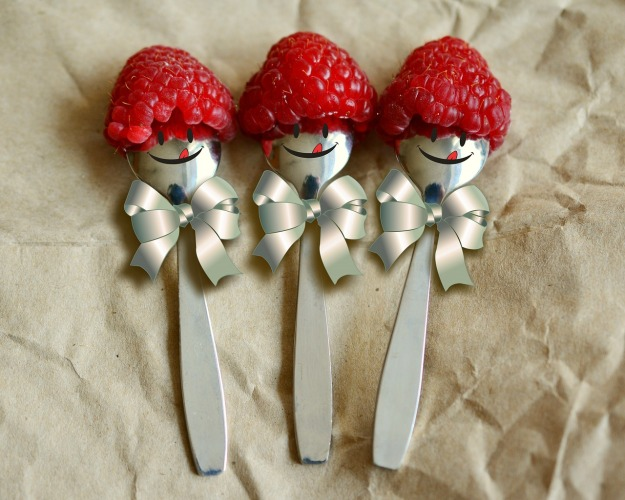 raspberries spoon-3188377_1280