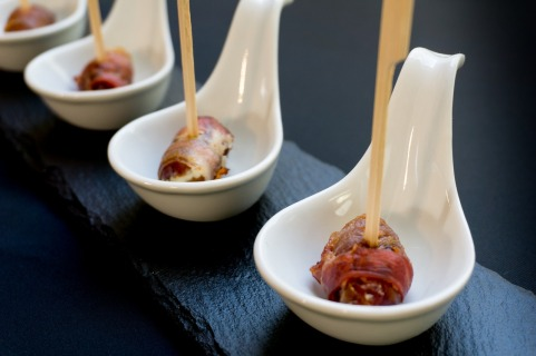 dates rolled in bacon-2327534_1280