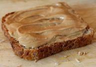 peanut butter on bread 1239114_640