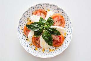 tomatoes and mozzarella-1106632_640