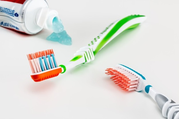 toothbrushes toothpaste no lid