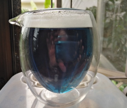 Butterfly pea tea in a pot