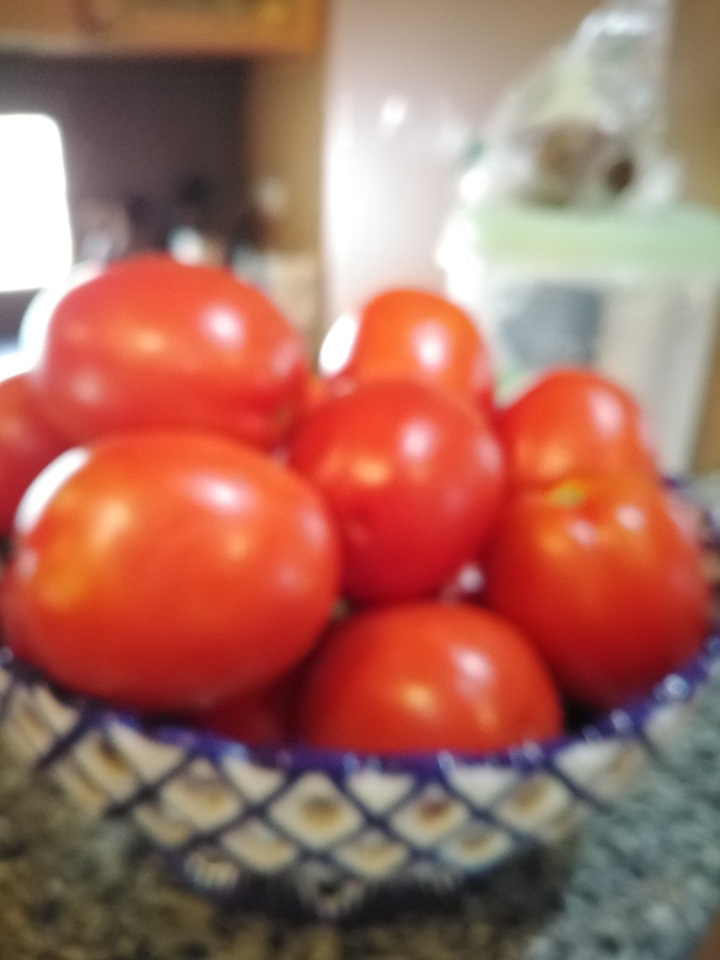A bowl of ripe tomatoes