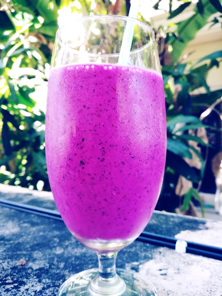 dragon fruit, blueberry and blackberry smoothie