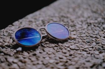 Blue sunglasses-2956314_640