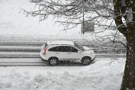 Car snow-storm-4048331_640