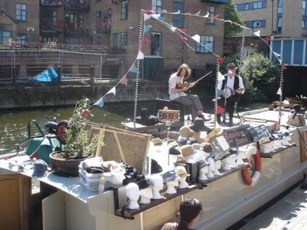 floating market london
