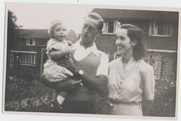 me-and-mum-dad-1952-001