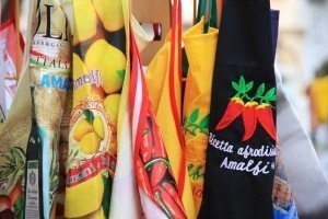 amalfi-italy-holiday-apron-colorful-summer
