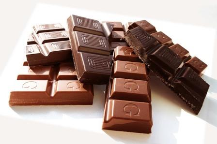 chocolate pieces-551424_640