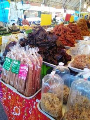 dried pork and beef at posri market