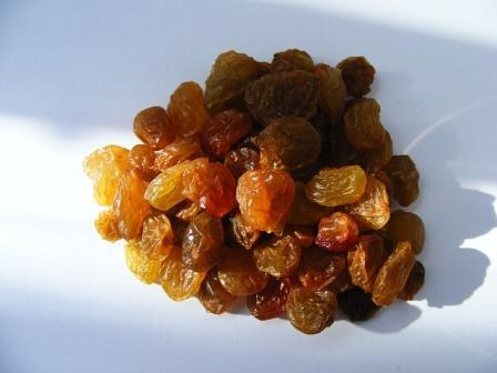 dried raisins-88349_640