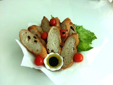 oil and vinegar baguette-1343480_640